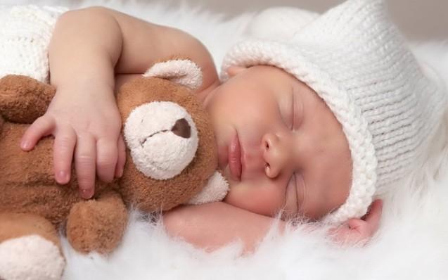 Cute-Sleeping-Newborn-Baby-With-Teddy-Bear-1024x640