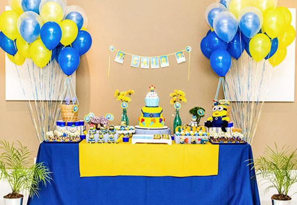 decoracao festa infantil azul e amarelo:Festa de Minions – O amarelo e azul são as principais cores dos